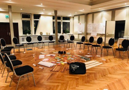 leerer vorbereiteter Konferenzraum